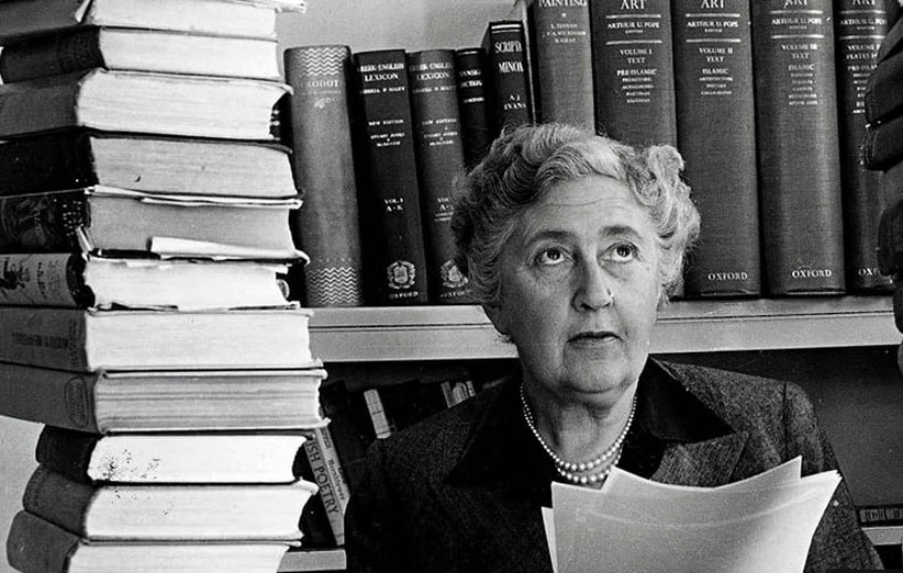 Agatha-Christie-surrounde-009