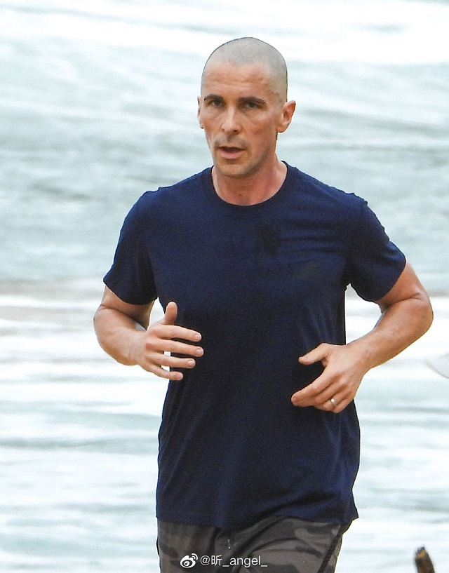 christian-bale-shaved-5