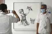 تابلویی که بنکسی به بیمارستان ساوت همپتون هدیه کرد برای کمک به سلامت عمومی به فروش میرسد