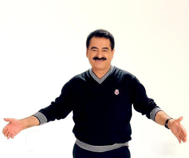 """ابراهیم تاتلیس در اجرای زنده، آهنگ معروف """"هایدی سویله"""" را میخواند"""