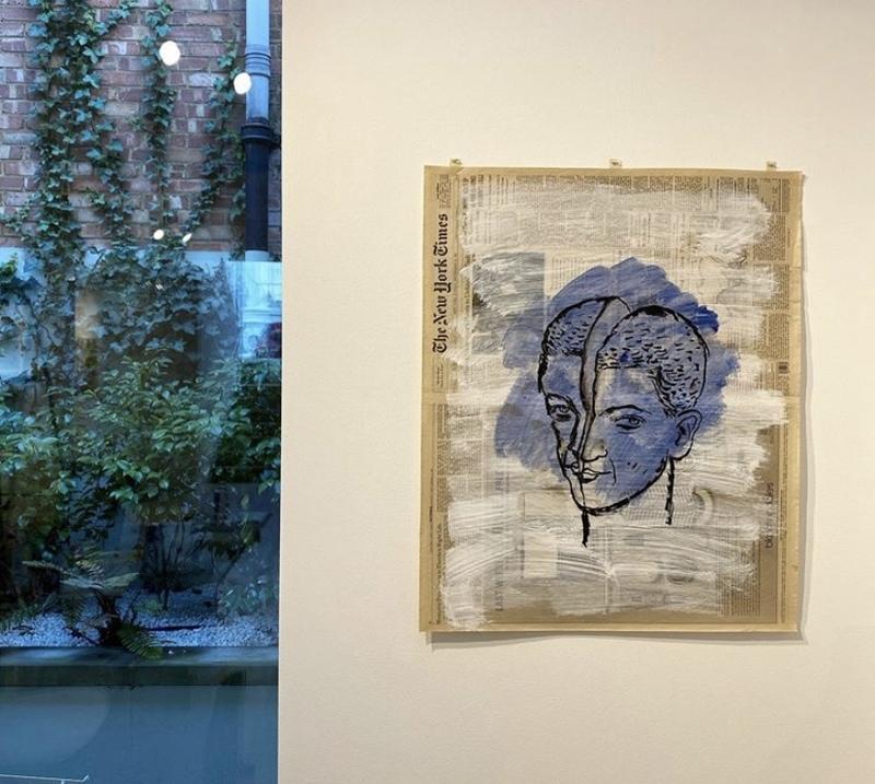 نمایشگاهی از طراحیهای نیکزاد نجومی بر روزنامه نیویورک تایمز در لندن