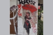 دو نقاشی دیواری از بنکسی در نیواورلئان آمریکا با رنگ قرمز و توسط طرفداران کینگ روبو علامت گذاری شدند