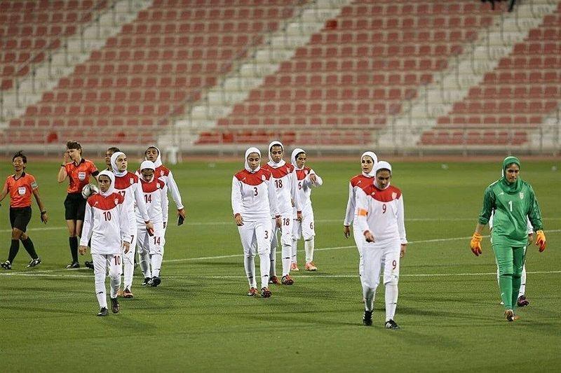 آواز خواندن بازیکنان تیم ملی زنان پس از صعود به جام ملتهای آسیا