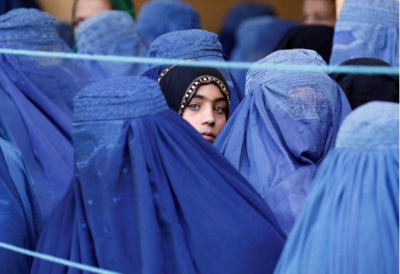 زنان روزنامهنگار افغان در تلاش برای از بین بردن رد پای خود در رسانهها