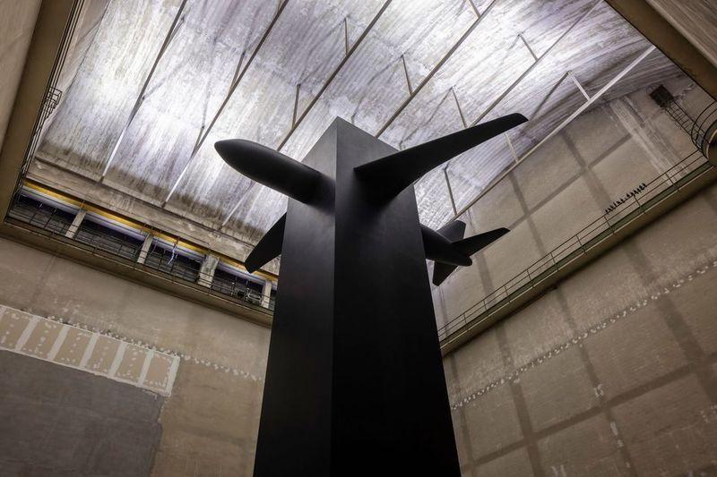 جدیدترین نمایشگاه مائوریتسیو کاتِلان یادمانی برای ۱۱ سپتامبر در میلان