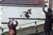 صاحبان خانهای که بنکسی روی دیوارآن نقاشی کرد، هنوز هم قصد دارد خانهشان را بفروشند