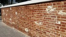 وحشت و خشونت جدایی ناپذیر از دیوار سفارت
