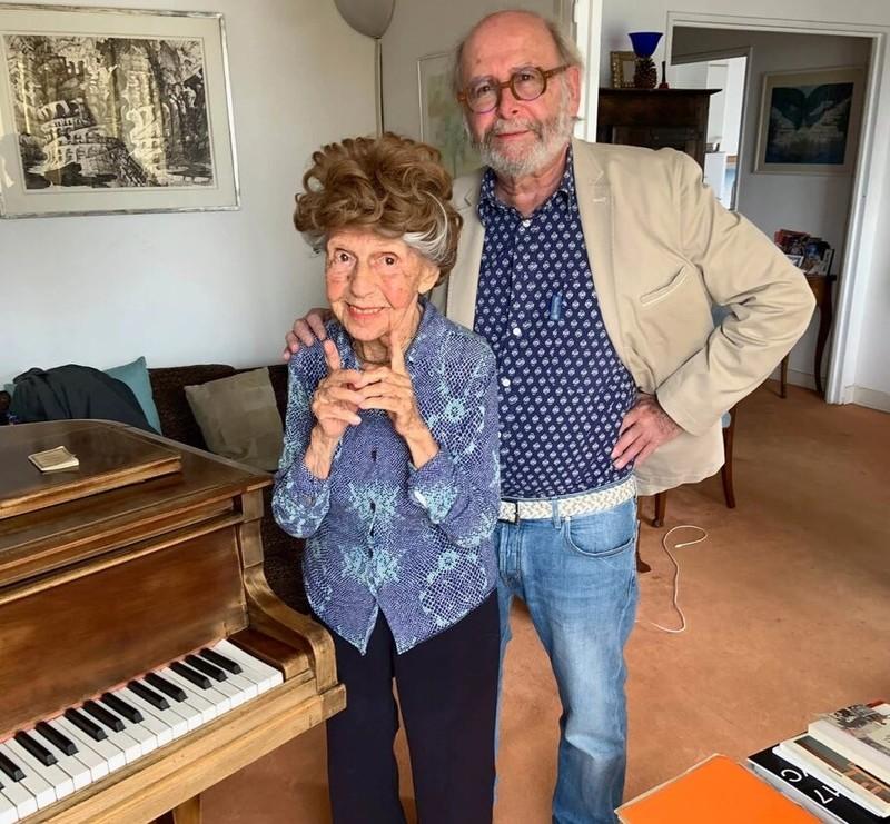 زن پیانیست ۱۰۷ ساله همچنان مشغول نوازندگی است