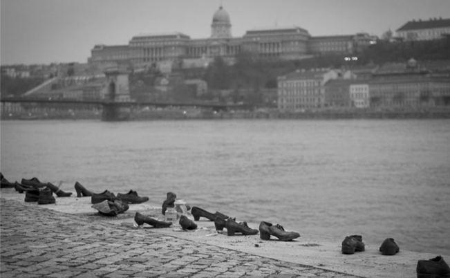 داستان تراژدیک کفشهای دانوب