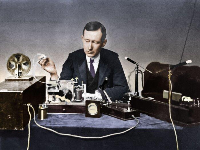 ۴ اردیبهشت، سالروز آغاز کار نخستین رادیو در ایران