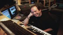 هانس زیمر برای ساخت آهنگ زنگ موبایل، ارکستری از صداها را نوشت/ ویدئو