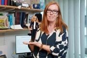 شرکت سازنده باربی یک عروسک از سارا گیلبرت مخترع واکسن اکسفورد ساخت