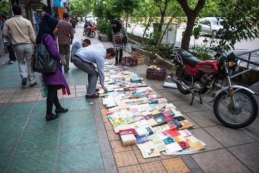 ۸ کتابفروش در میدان انقلاب تهران دستگیر شدند