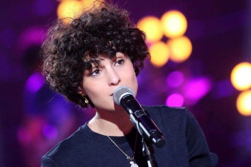 کنسرت خواننده زن ایرانیتبار در کافهای که پیشخدمتش بود