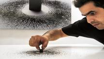 مغناطیس اثر هنری ملهم از خانه کعبه برای حمایت مالی در دوران همهگیری به حراج گذاشته میشود