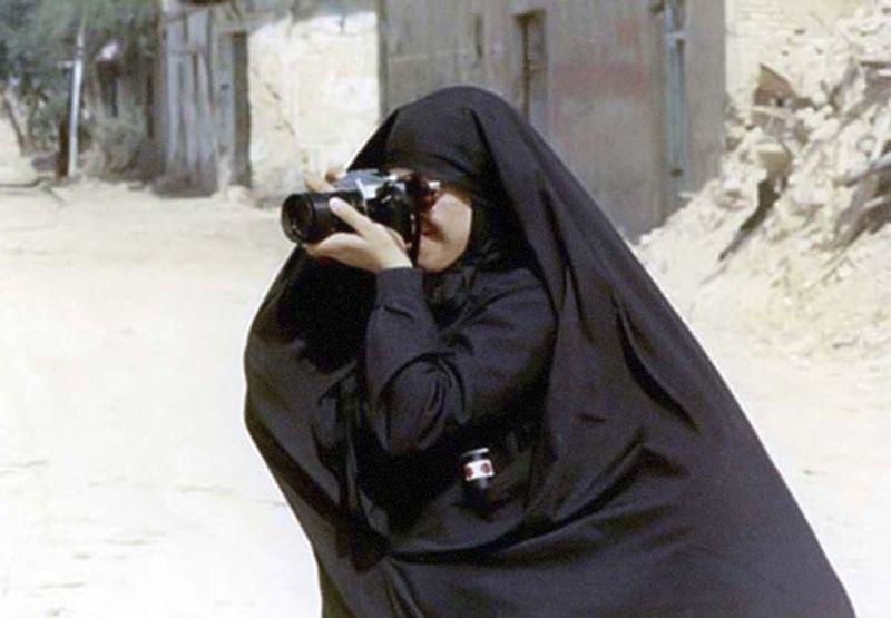 نمایشگاه عکاسان زن از جنگ تحمیلی